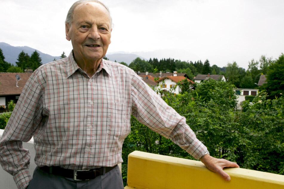 Karl Wald, der Erfinder des Elfmeterschießens. 1970 veränderte der ehemalige Schiedrichter mit seiner Idee zum Elfmeterschießen den Fußball.