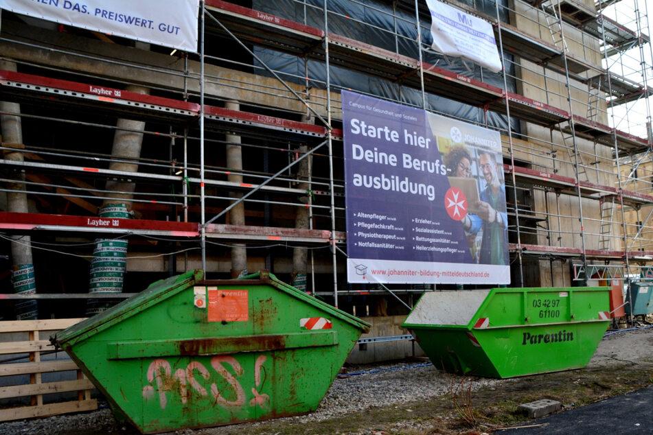 Noch ist es eine Baustelle, doch schon bald sollen hier im Leipziger Stadtteil Reudnitz eine Bildungseinrichtung und auch Wohnraum eröffnet werden.
