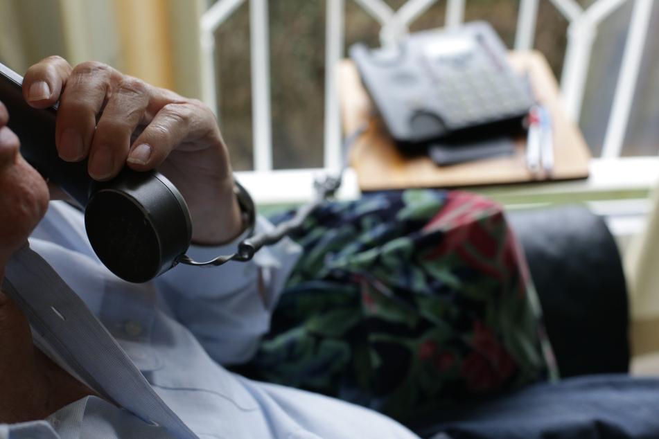 Pflegegutachter dürften ab Juli wieder in die Wohnungen der Antragsteller kommen. Zuvor musste die Einstufung wegen Corona weitgehend per Telefon erfolgen.