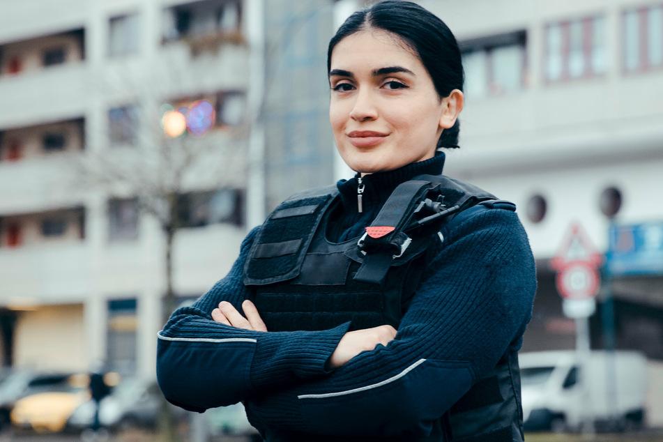 Lana Atakisieva ist Kommissarin bei der Berliner Polizei und in Neukölln konfrontiert mit Dealern, Gewalttätern, verzweifelten Frauen und randalierenden Studenten.
