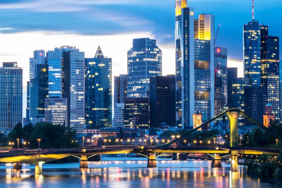 Die Skyline von Frankfurt ist berühmt, doch kommt es in der Mainmetropole zu einer Immobilienblase? Die Großbank UBS ist deshalb sehr besorgt.