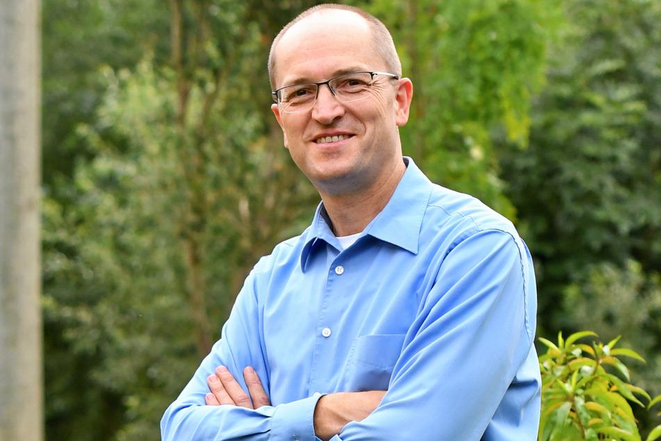 """Bürgermeister Uwe Anke (50, parteilos) weiß nicht recht, wie das """"Schaumpalast""""-Problem zu lösen ist."""