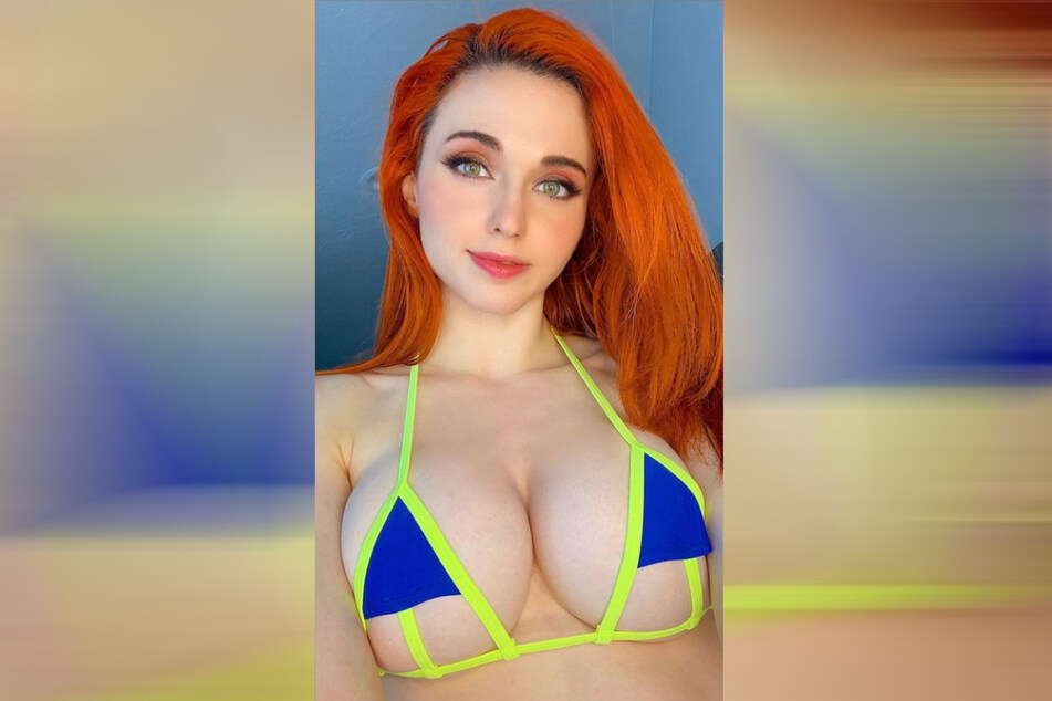 Amouranth (27) auf einem Instagram-Selfie.