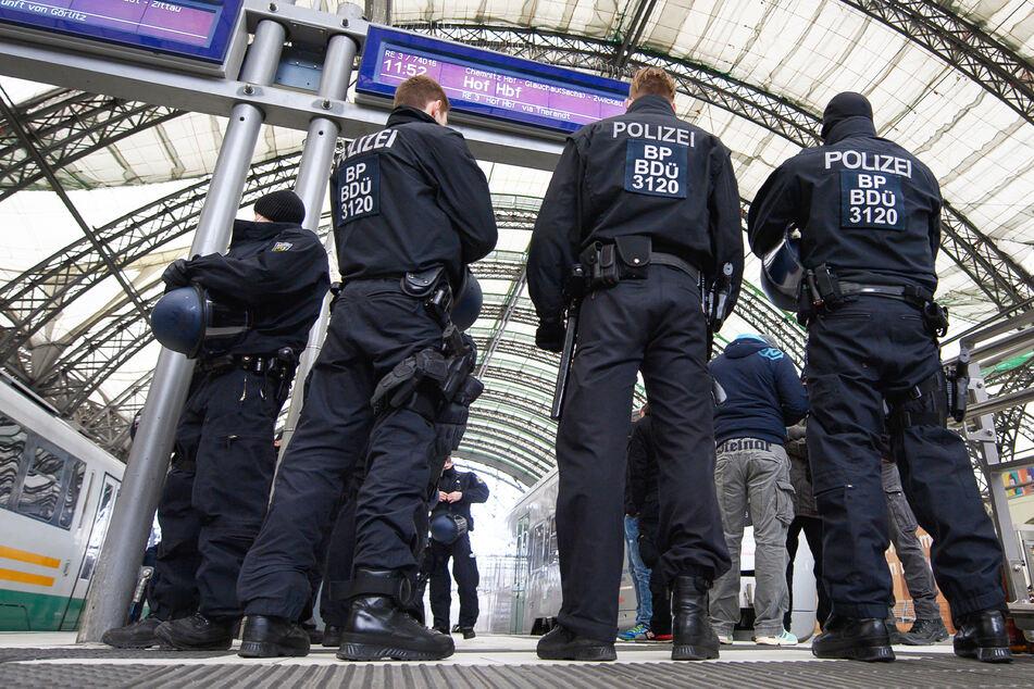 Bundespolizisten nahmen den Mann fest und wurden von seinen Tüten übel überrascht (Symbolbild).