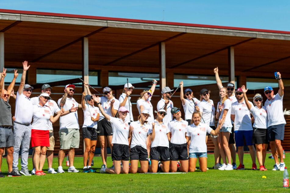 Gute Laune: Die DSC-Schmetterlinge und ihre Sponsoren hatten auf der Golfanlage Herzogswalde viel Spaß.
