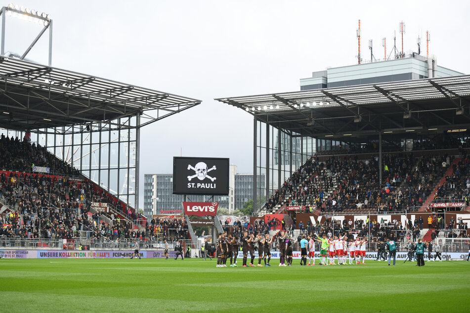 Der FC St. Pauli setzt ab sofort auf die 2G-Regel und lässt nur noch Geimpfte und Genesene ins Millerntor-Stadion.