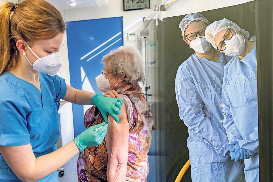 Dresden: Impf-Teams tingeln durch Dresden: Aber ab Samstag droht wieder Maskenpflicht beim Einkaufen