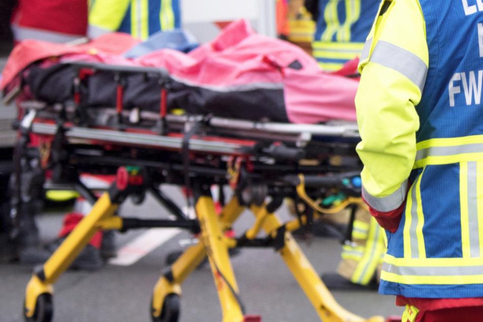 Ein Mann ist auf einem Seitenstreifen der Autobahn 8 vom Anhänger eines Kleinlasters erfasst worden und gestorben. (Symbolbild)