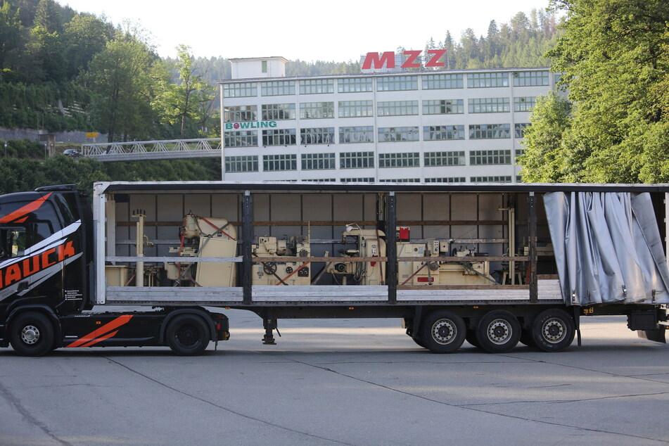 Endlich wieder zu Hause: Das alte MZ-Inventar kam per Lkw zurück ins frühere Zschopauer Werk.