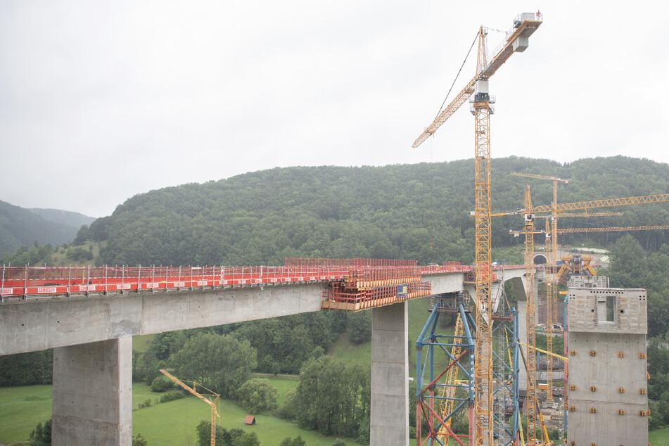 Die teilweise fertiggestellte Filstalbrücke. Diese ist ein Teil der Neubaustrecke Wendlingen–Ulm des Bahnprojekts Stuttgart 21.
