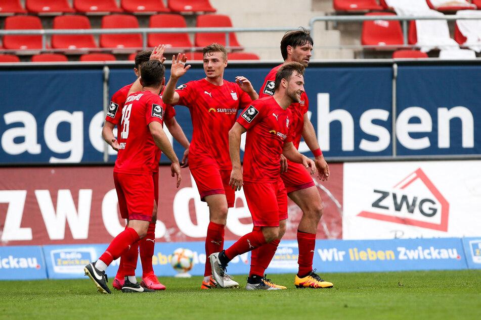 Elias Huth (M.) sorgte für den Ausgleich für Zwickau.