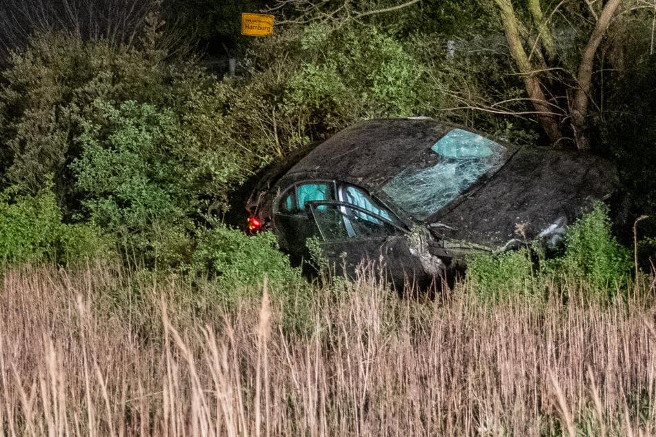 Unfall auf A25: Autofahrer hinterlässt Schneise der Verwüstung