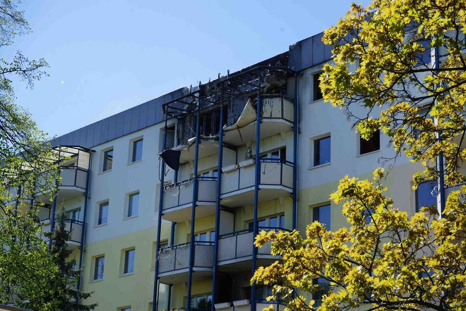 Die Mieter der Wohnungen konnten sich unverletzt in Sicherheit bringen.