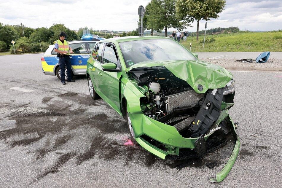 Der Fahrer des Skoda Fabia wurde schwer verletzt ins Krankenhaus gebracht.