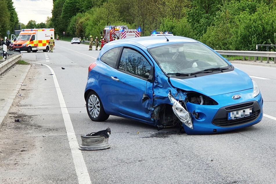 Die Ford-Fahrerin erlitt bei dem Unfall mittelschwere Verletzungen. Sie wurde in ein Krankenhaus gebracht.