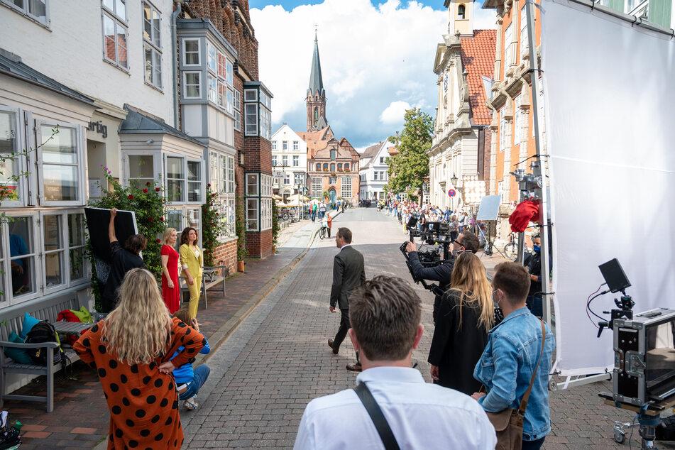 """In der Altstadt von Lüneburg, wird der Vorspann der ARD-Telenovela """"Rote Rosen"""" gedreht. (Archivbild)"""