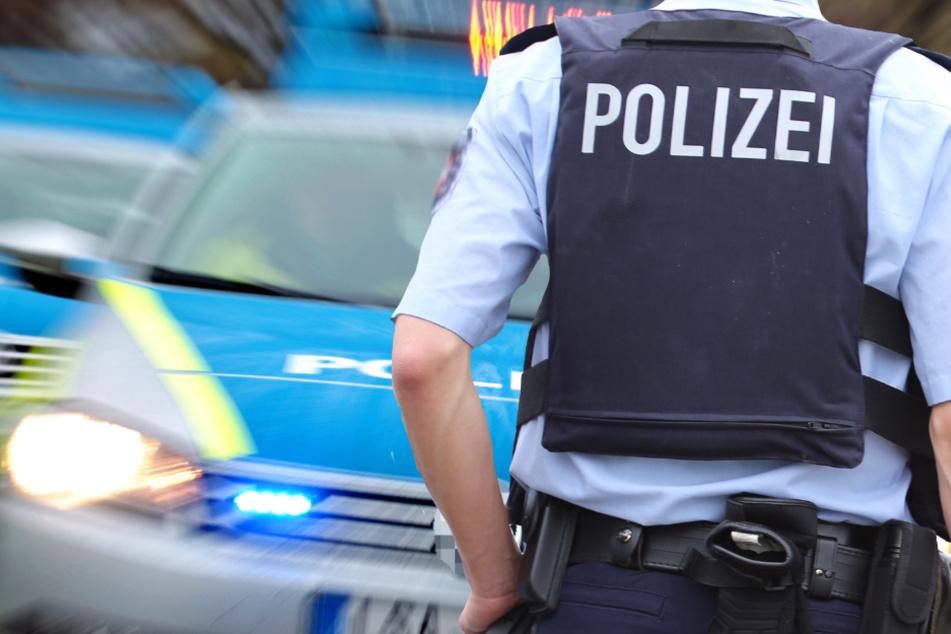 Die Polizei fahndet nach einem unbekannten Mann mit Narben im Gesicht (Symbolbild).
