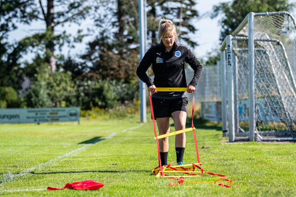 Ab dem 1. August soll die 32 Jahre alte Fußballlehrerin beim 3. Liga-Klub Viktoria Köln Chefcoach Olaf Janßen (54) als Co-Trainerin Analyse unterstützen.