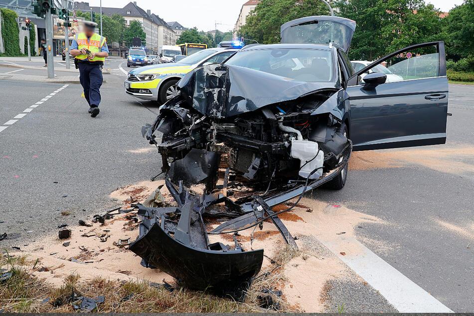 Ein Seat-Fahrer ist am Mittwochmorgen in Chemnitz verunfallt. Er kam ins Krankenhaus.