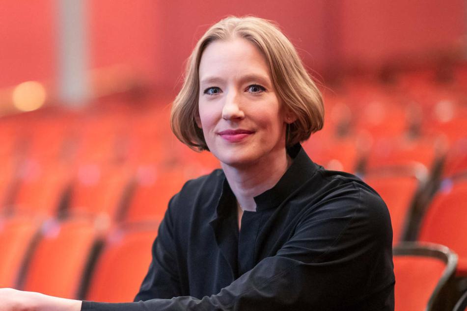 Die gefeierte Dirigentin Joana Mallwitz (34) übernimmt mit der Saison 2023/24 die künstlerische Leitung des Orchesters am Konzerthaus Berlin.