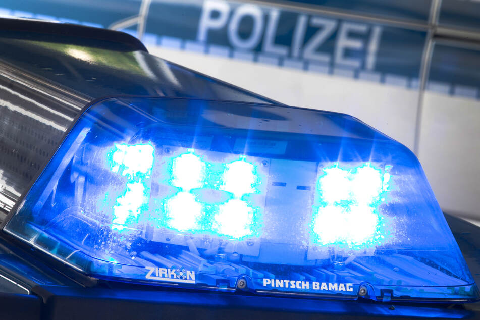 Polizei schnappt betrunkenen Mann, der andere mit einem Messer bedrohte