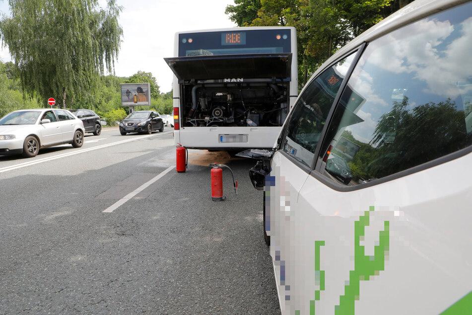 Auf der Leipziger Straße in Chemnitz krachte am Montagnachmittag ein VW in einen Bus. Es kam zu einem Mega-Stau.