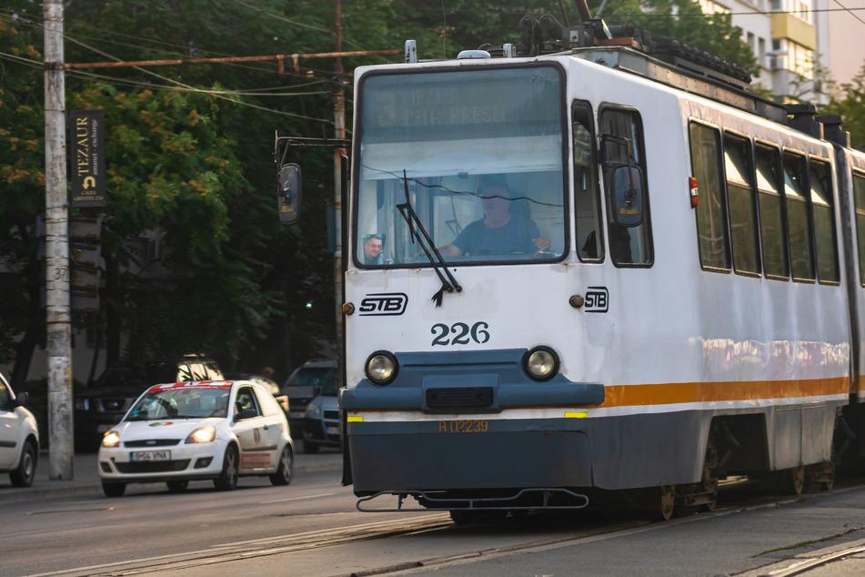 In Bukarest löste sich unter einer Straßenbahn eine Schiene und durchstach den Fahrzeugboden. Ein Mann (50) wurde dabei verletzt. (Symbolbild)