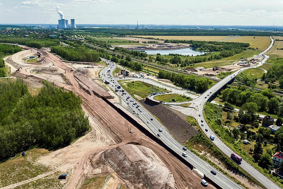 Dauerbaustelle: Die A72 wird mit 183 Millionen Euro endlich fertig gebaut. Das Geld stellt der Bund im Rahmen des Umbaus der Braunkohlereviere bereit. Gesamtsumme: 40 Milliarden Euro.