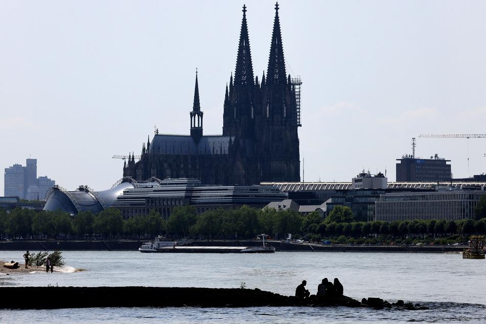 In Köln wurde es in der Nacht von Donnerstag auf Freitag zu keinem Zeitpunkt kühler als 21,7 Grad. Ab 20 Grad sprechen Meteorologen von einer Tropennacht.