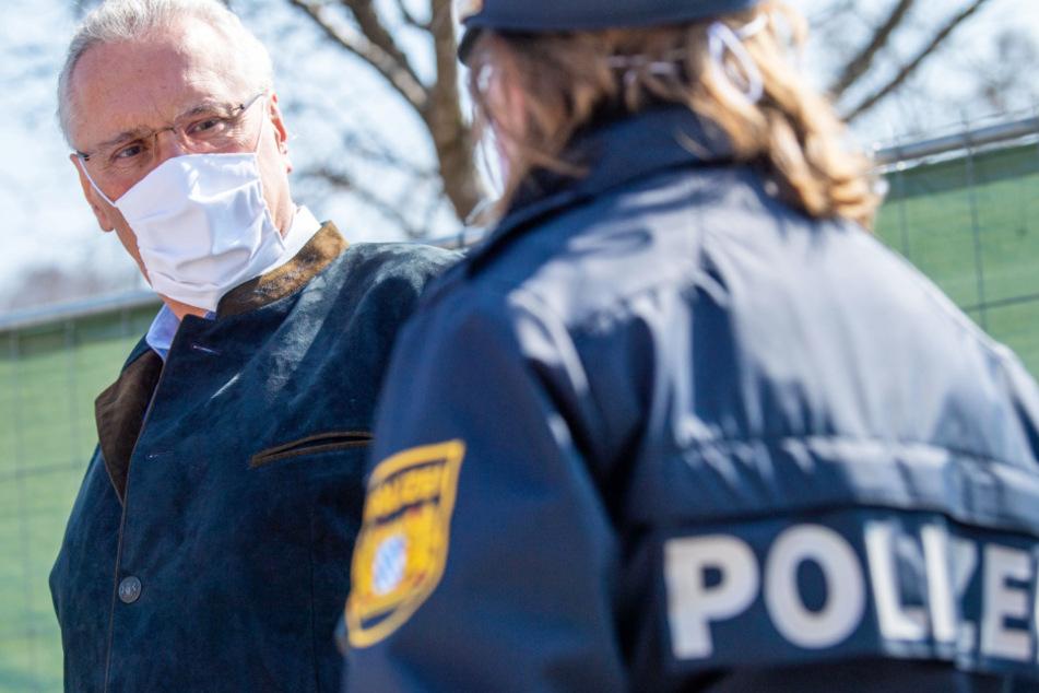 München: Polizeianwärter in Bayern: Joachim Herrmann will Verfassungsabfrage