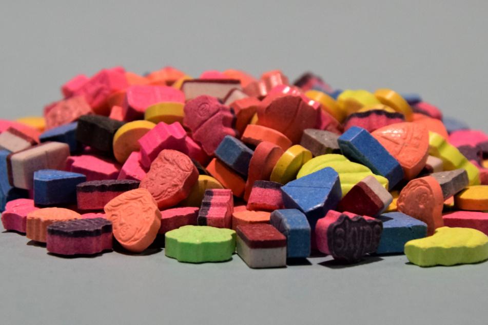 Ecstasy-Tabletten in den verschiedensten Farben fanden die Fahnder bei dem speziellen Sammler.