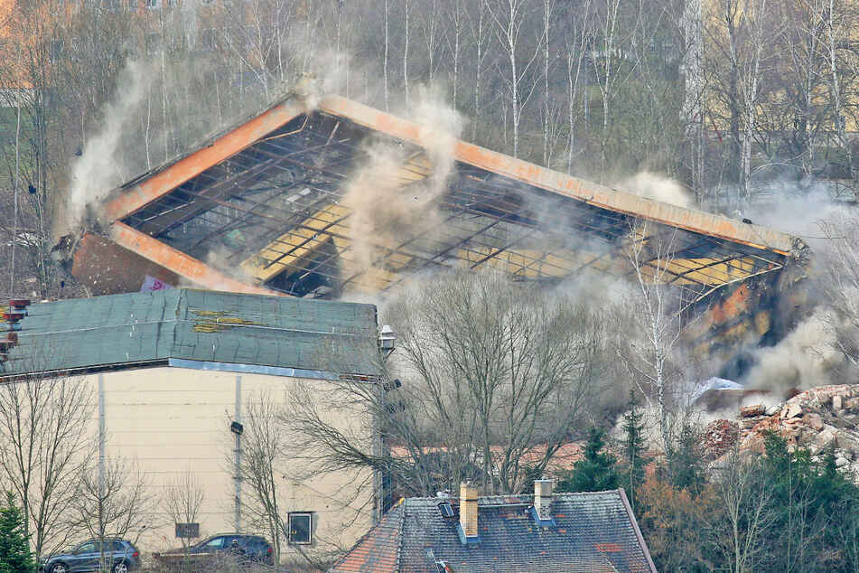 Ein großer Knall und der Bergbauturm in Mülsen ist Geschichte