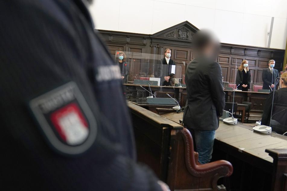 Der Angeklagte (vorne Mitte) wurde zu mehreren Jahren Haft verurteilt.