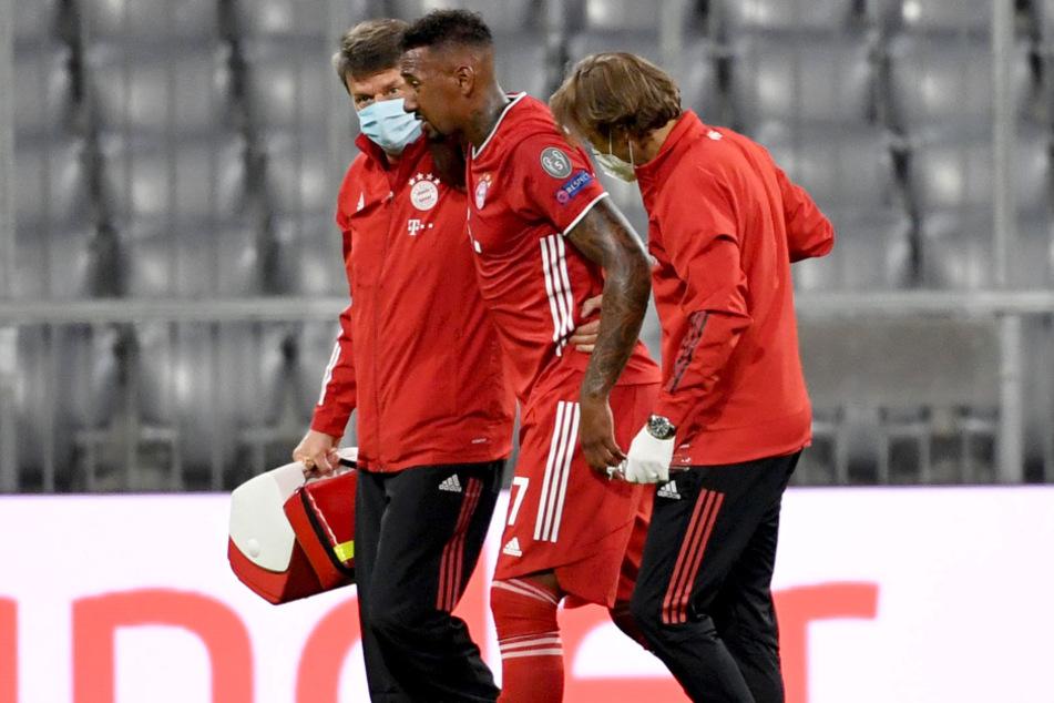 Jérôme Boateng vom FC Bayern München hatte sich nach etwa einer Stunde bei einer Rettungstat am Knie verletzt, musste ausgewechselt werden.