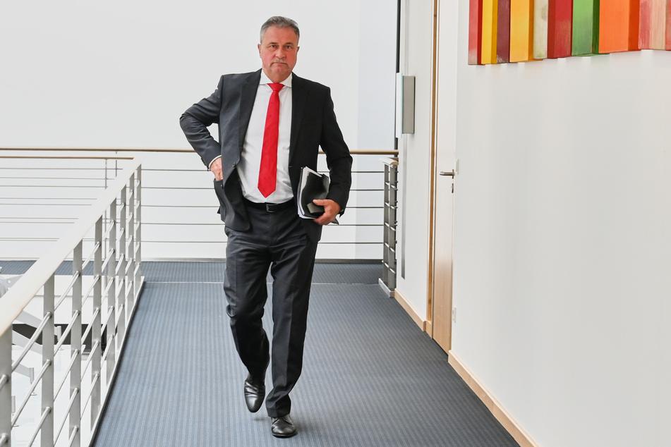 Bahnstreik-Chef Claus Weselsky (62) kündigte härtere und längere Streiks an.