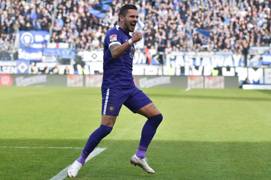 So bejubelte Pascal Testroet seinen bisher letzten Treffer. Er schoss seine Farben beim 3:0 gegen den Hamburger SV in Führung. Es ist mal wieder an der Zeit...
