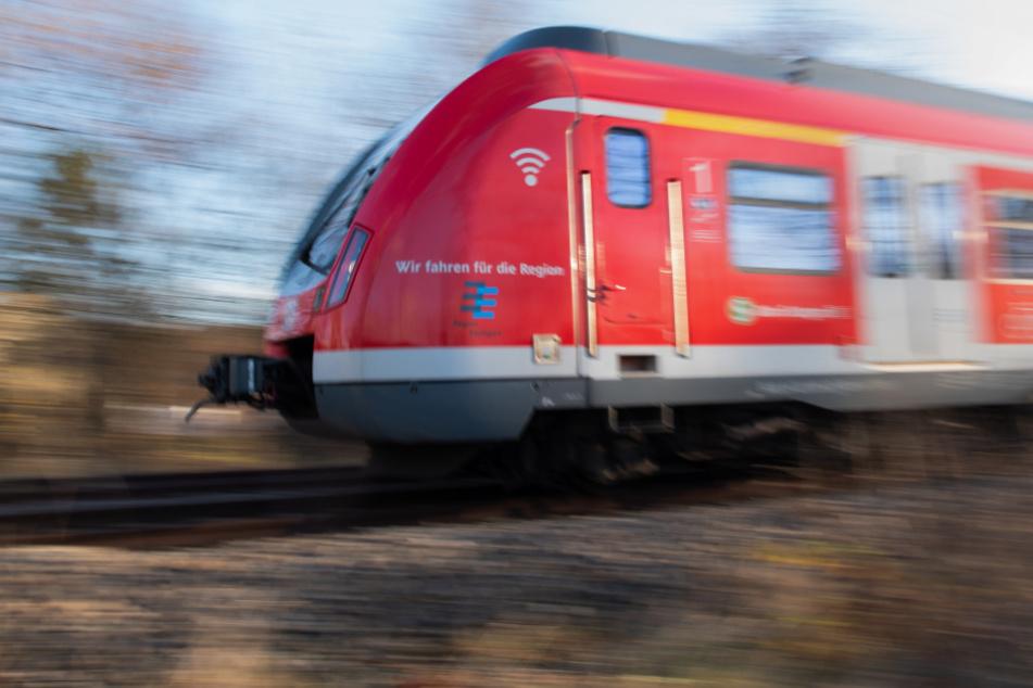 Schon in der S-Bahn gab es Schläge: 19-Jähriger rastet an Bahnhof aus!