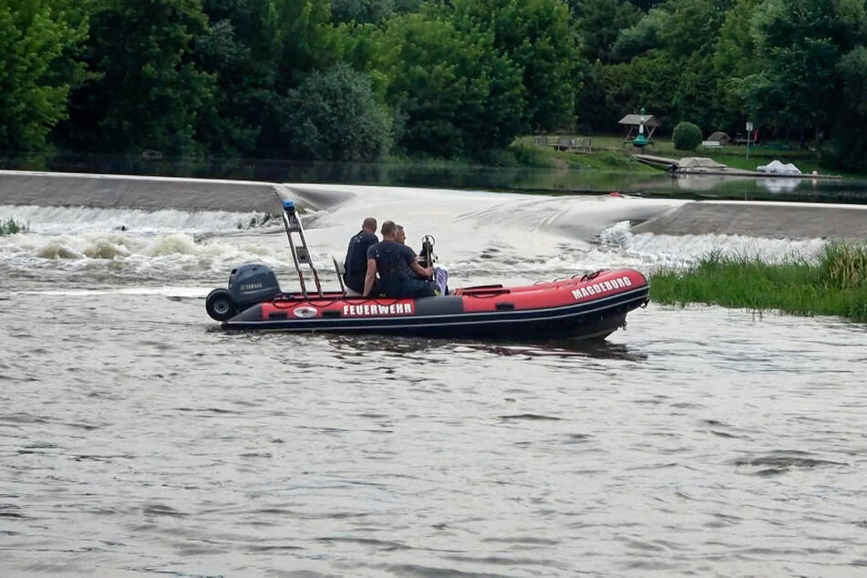 Am Sonntag hatte die Polizei nach einem Schwimmer gesucht, der nach einem Sprung in die Fluten nicht wieder aufgetaucht war. Nun wurde in der Nähe eine Leiche angespült.