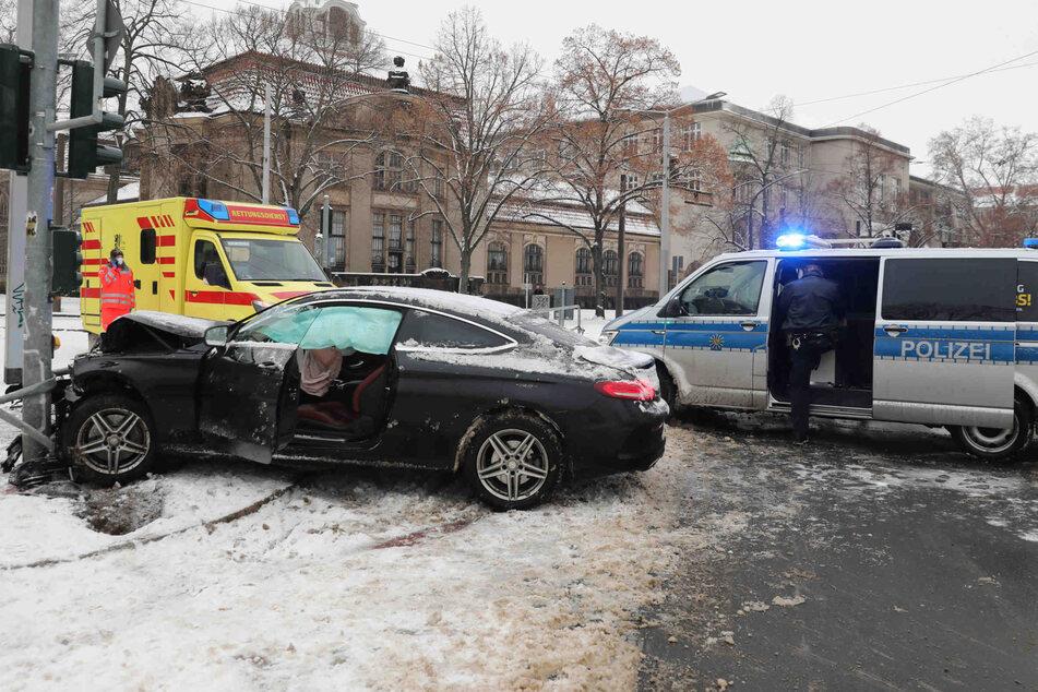 Polizei und Krankenwagen eilten zu Hilfe.