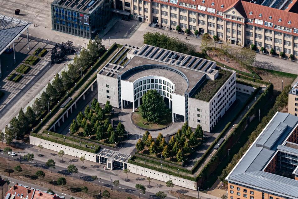Luftbild (aus einem Flugzeug aufgenommen) der Bundesanwaltschaft in Karlsruhe.
