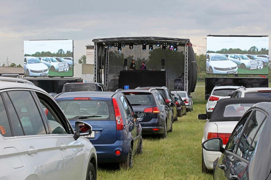 Chemnitz: Chemnitz: Erste Auto-Disko auf dem Messegelände