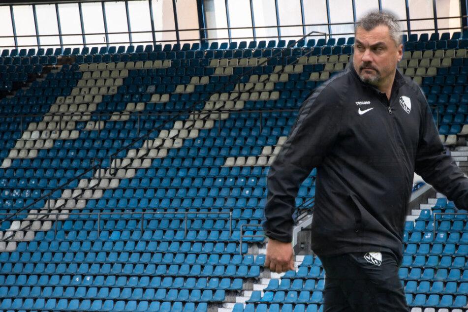 Das schmeckt Trainer Thomas Reis (46) mit Sicherheit nicht. Beim VfL Bochum gibt es einen Corona-Fall. Für Spieler und Staff wurde nun häusliche Quarantäne angeordnet. (Fotomontage)