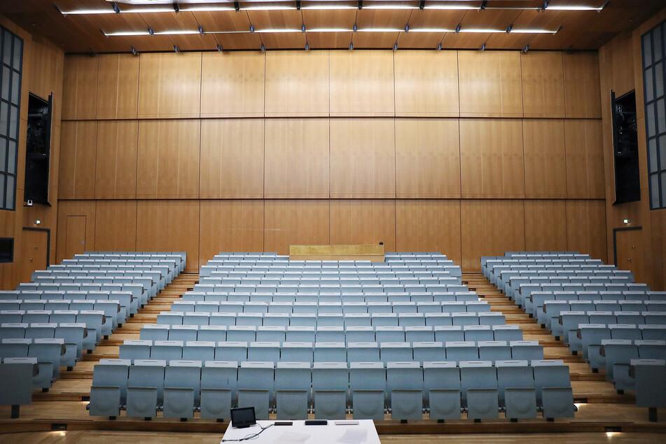Die Sitze im Hörsaal der Universität bleiben vorerst leer.