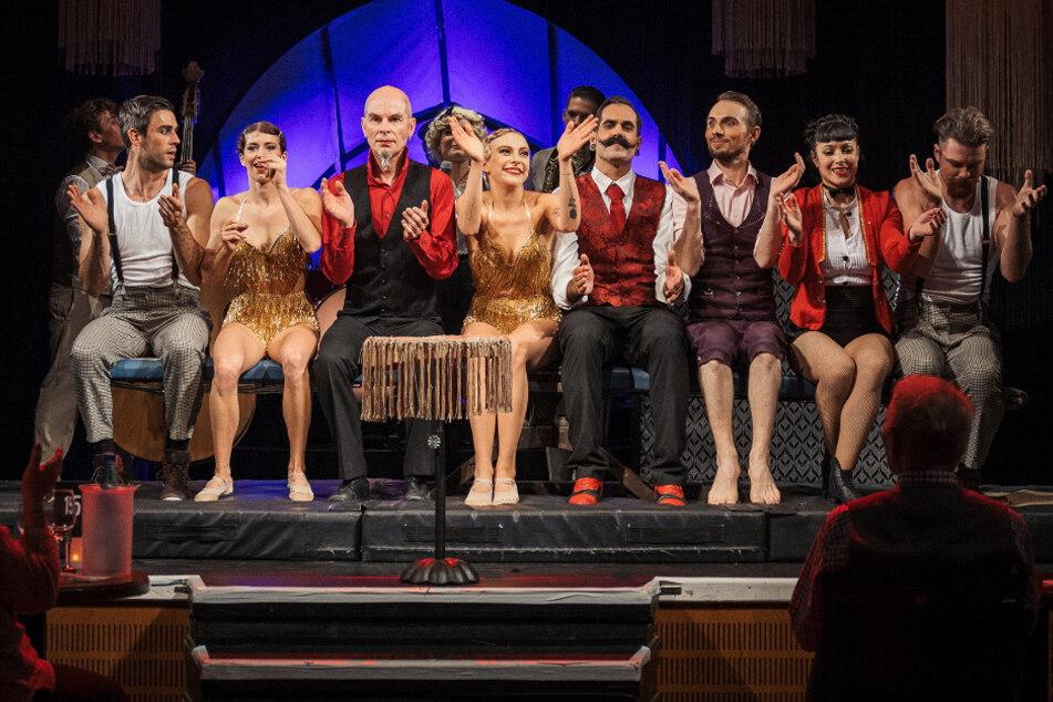 """Da war die Welt noch in Ordnung: die Künstler der Varieté-Show """"Glanzzeit"""" bei einem ihrer letzten Auftritte im Krystallpalast."""