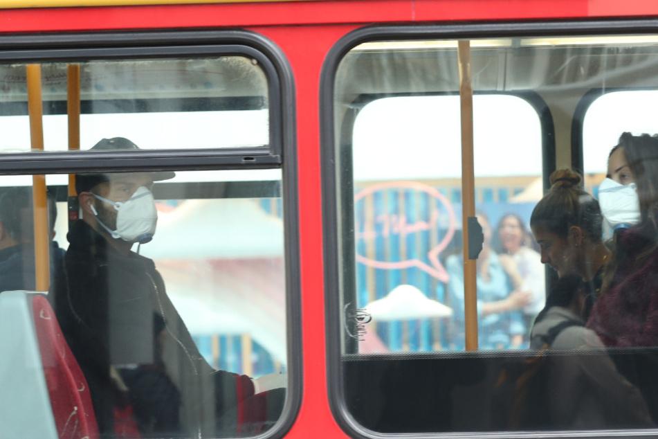 Mundschutz in Bussen und Bahnen? Eine sinnvolle Idee, ginge es nach FDP-Verkehrsminister Oliver Luksic.