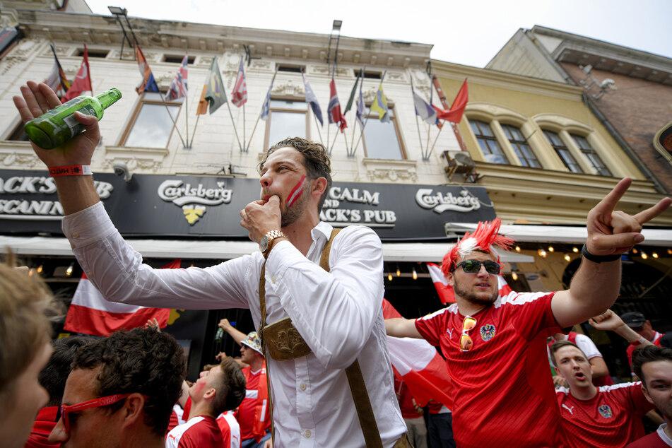 Schon vor dem Anpfiff herrschte bei den österreichischen Fans in der Altstadt von Bukarest gute Stimmung.