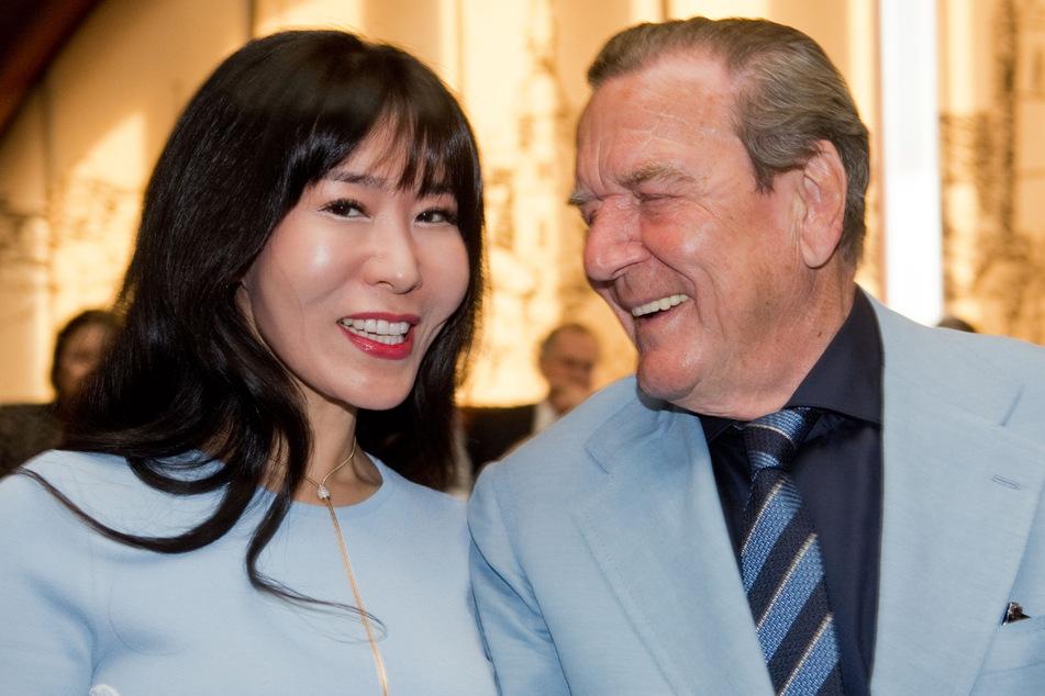 Seine Ehe mit Soyeon Kim hat ein finanzielles Nachspiel für Gerhard Schröder.