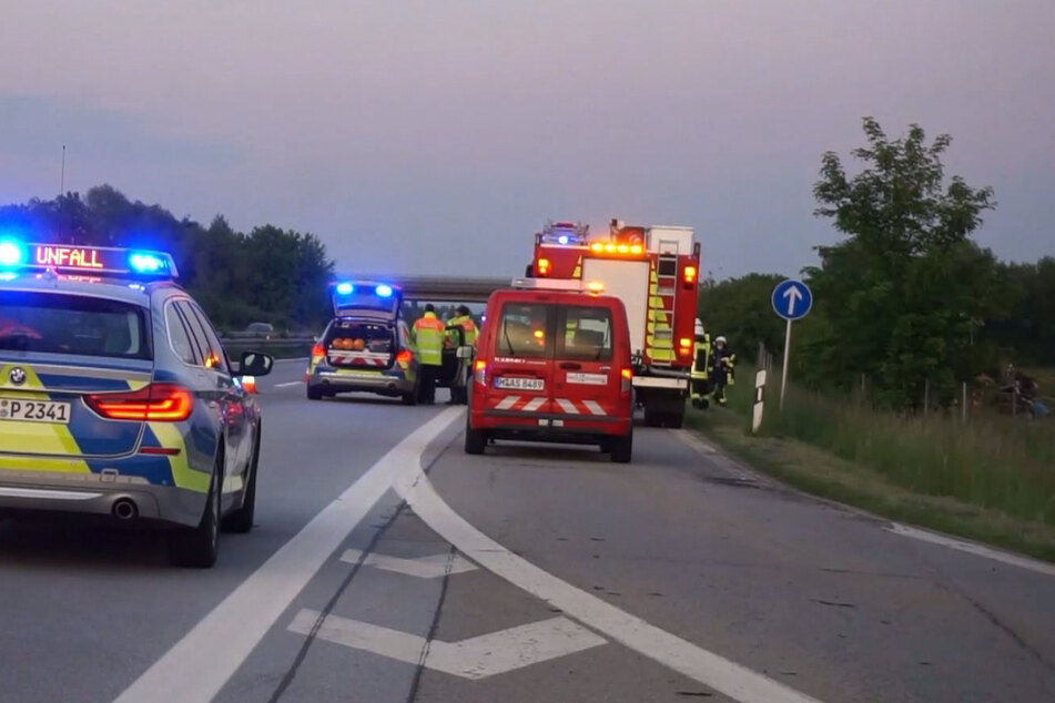 Unfall auf A92: Betrunkener Lkw-Fahrer kommt von Fahrbahn ab