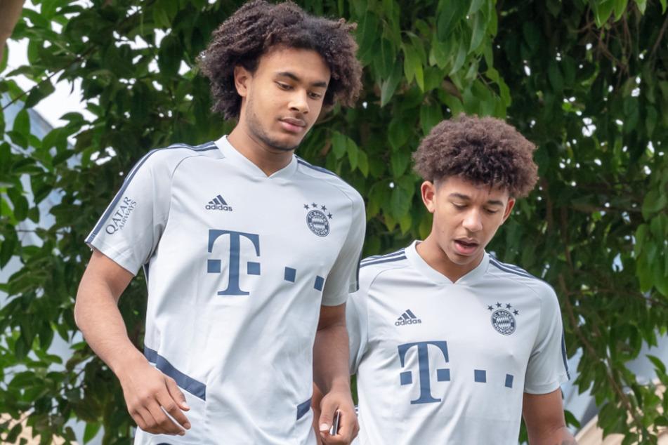 Joshua Zirkzee (18, l.) und Chris Richards (20, r.) waren mit dem FC Bayern München im Winter im Trainingslager in Doha (Katar) zu Gast.