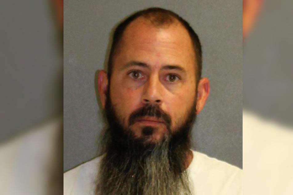 Damian DeRousha (43) wird beschuldigt, den 31-jährigen Donald Gino umgebracht zu haben.